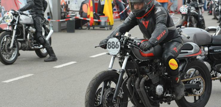 Alex Scheck mit seinem Yamaha XJ 600 Cafe Racer