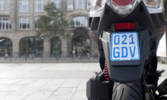 Nur das blaue Mofa-Kennzeichen ist 2021 gültig