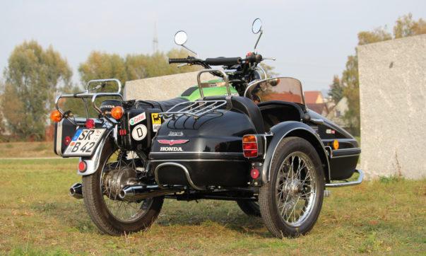 Honda CB 450 N Gespann mit Velorex-Beiwagen