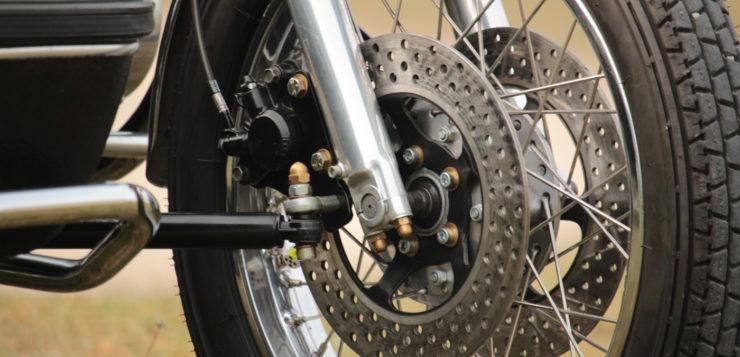 Das Honda-Gespann verfügt über Dreifachscheibenbremse