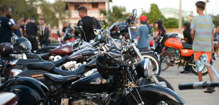 Rund 150 alte Maschinen begründen den Harlistas Cubanos Geist auf Kuba