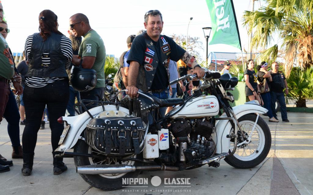Servando aus Santa Clara ährt die älteste Harley Davidson