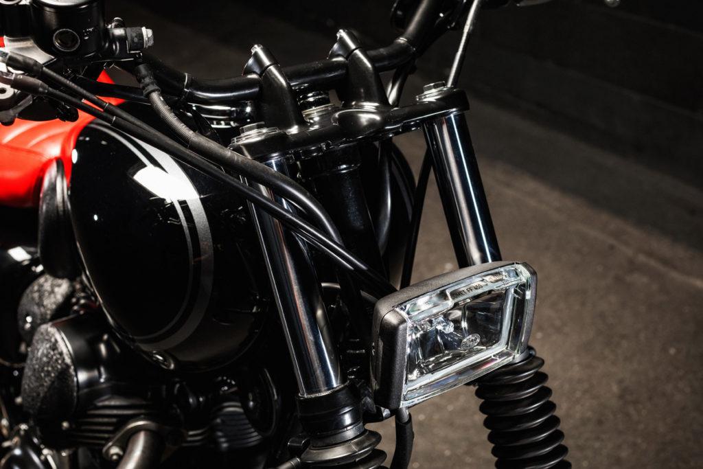 Kawasaki W800 Tracker mit maximal gecleanter Front