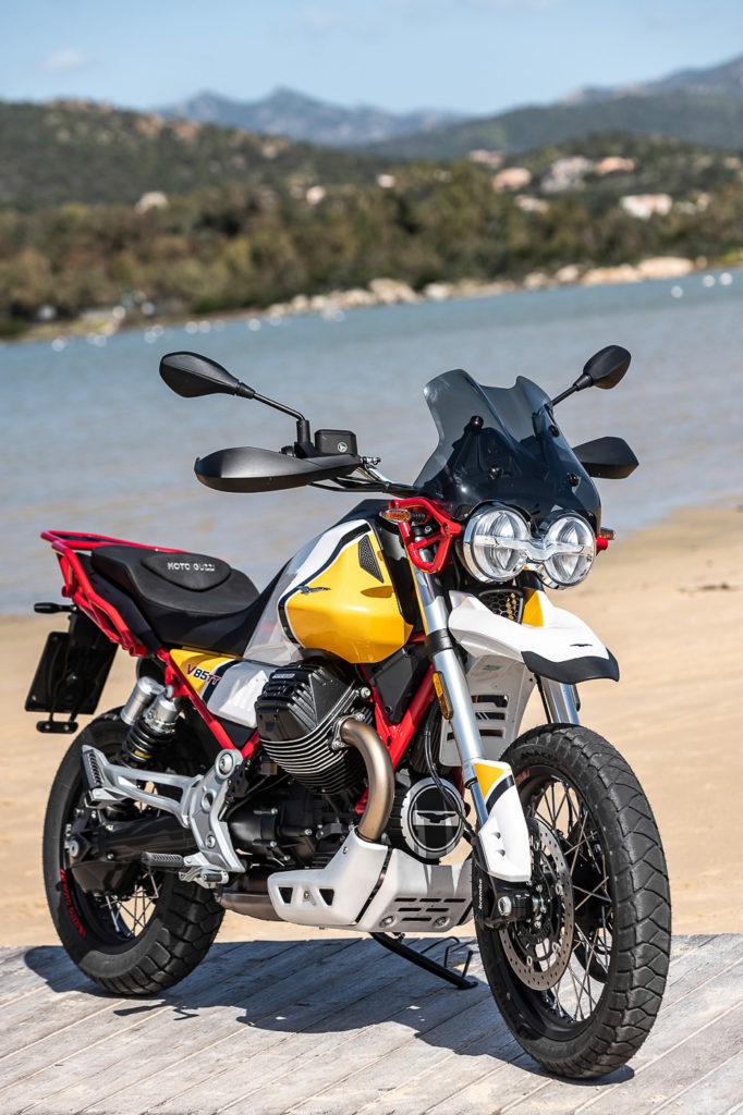 Mit 23 Liter Sprit an Board ist die Moto Guzzi V85 TT perfekt für lange Touren