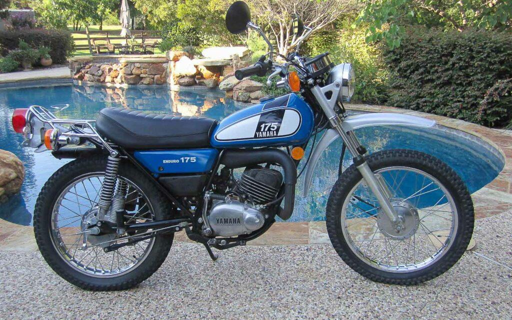 Geschickt gelöst: Yamaha verlegte den Auspuff zwischen die Rahmenrohre