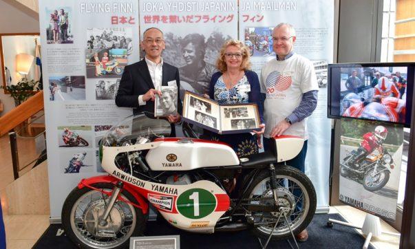 Yoshihihiro Hidaka, Soili Saarinen und Pekka Orpana, finnischer Botschafter in Japan