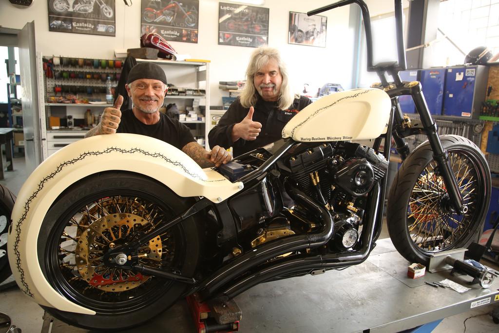 Christoph Repp und die Jesus Biker spenden eine Custom-Harley für einen guten Zweck