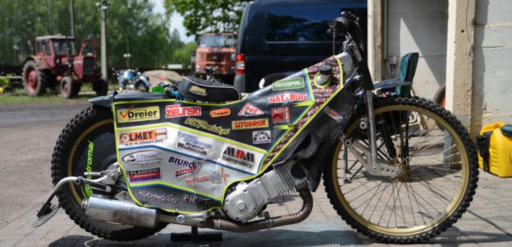 Speedway Maschinen sind speziell für Ovalbahnen konstruiert
