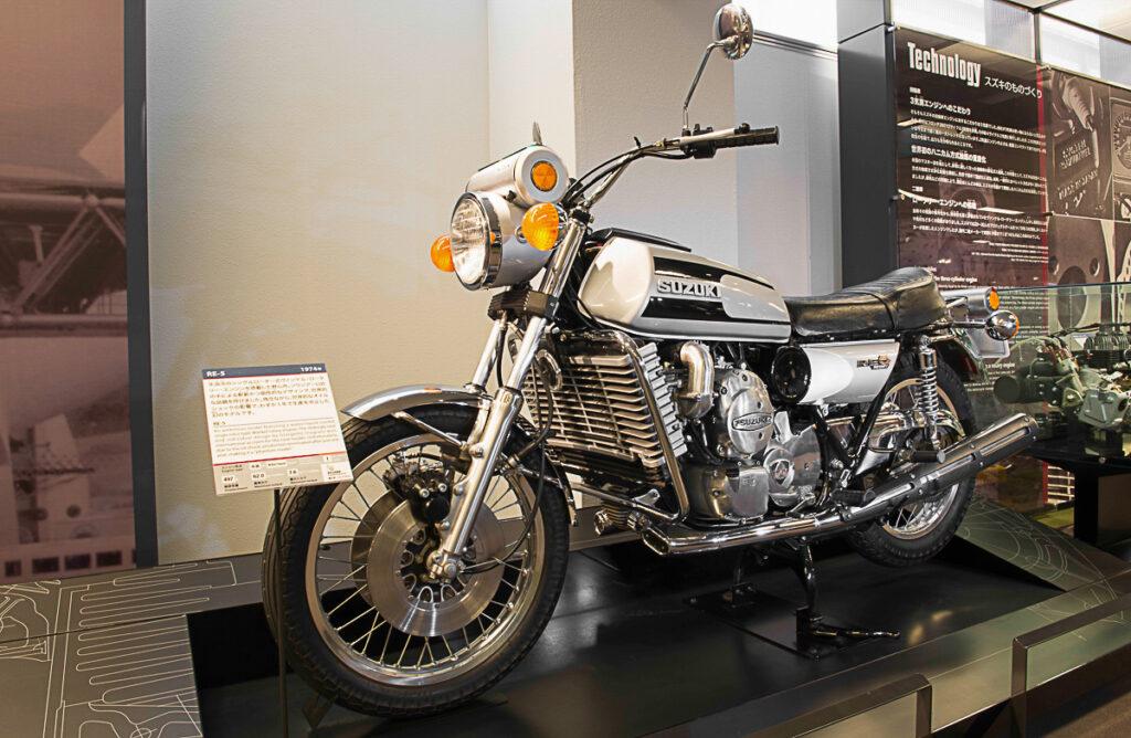 Damals ein totaler Flop, heute ein Kult-Bike: die Suzuki RE 5