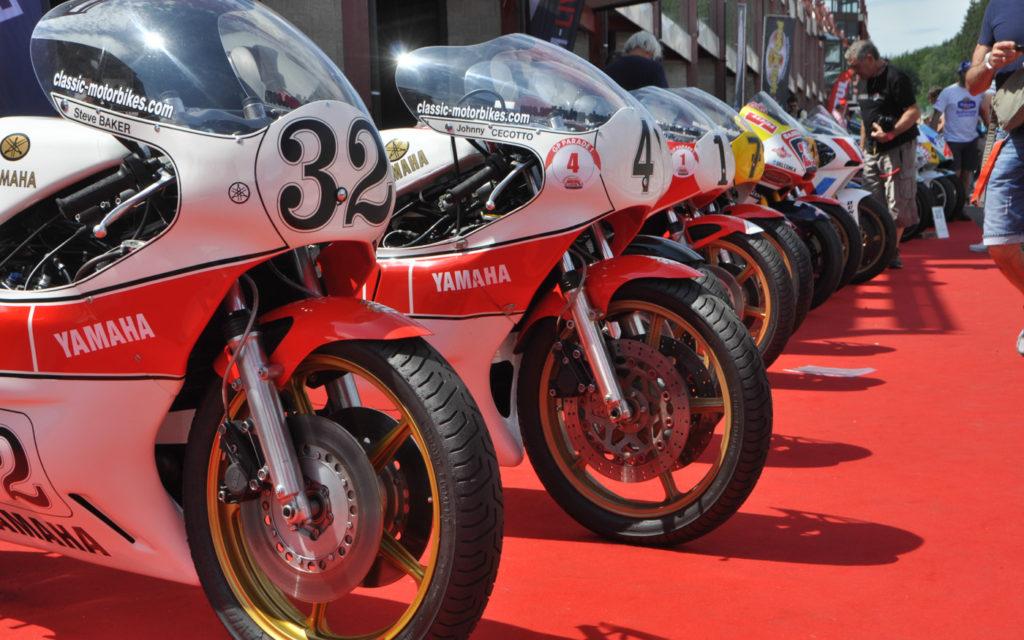 Namhafte Fahrer kamen mit ihren Renn-Boliden zum Grand Prix Jubiläum
