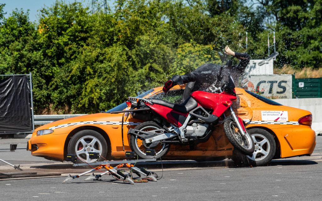 Motorradbekleidung schützt bereits ab 25 km/h kaum