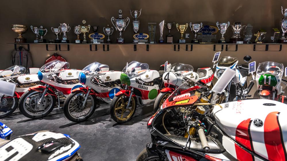Die Yamaha Collection Hall umfasst viele Rennmaschinen von einst