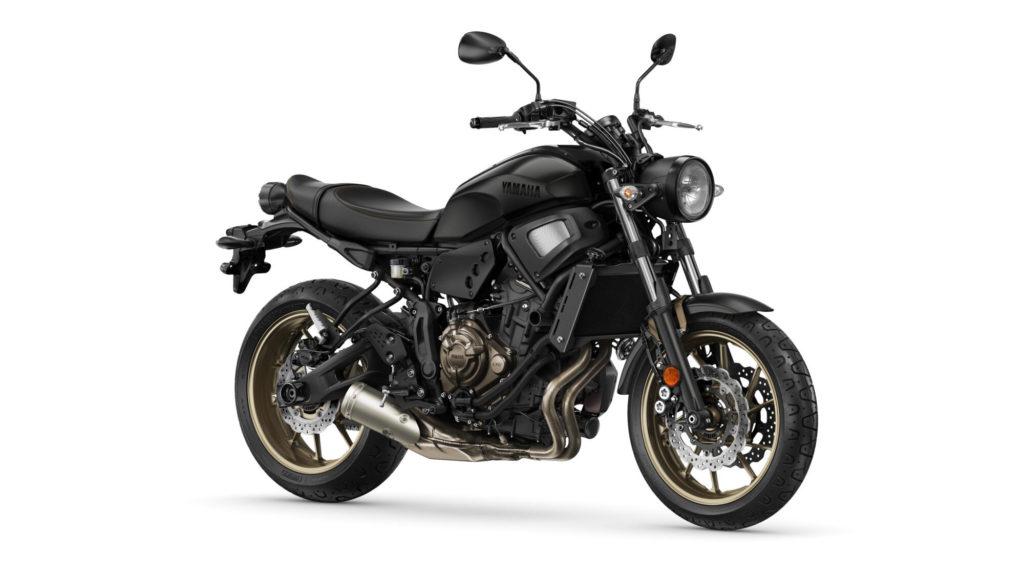Ganz in schwarz präsentiert sich die XSR700 in Tech Black
