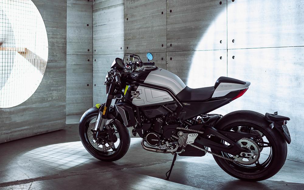 Die 700CL-X ist ein Naked Bike mit Cafe-Racer-Allüren
