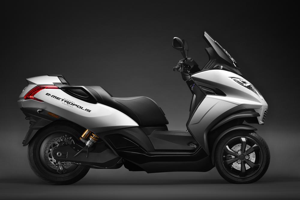 Im vergangenen Jahr zeigte Peugeot eine elektrifizierte Version des Metropolis; von ihr war auf der EICMA 2019 allerdings keine Rede mehr