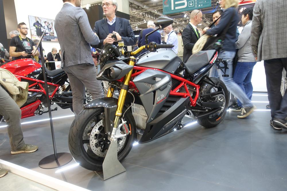 Energica stellt seine Modellpalette in Mailand mit neuen 21,5-kWh-Akku vor