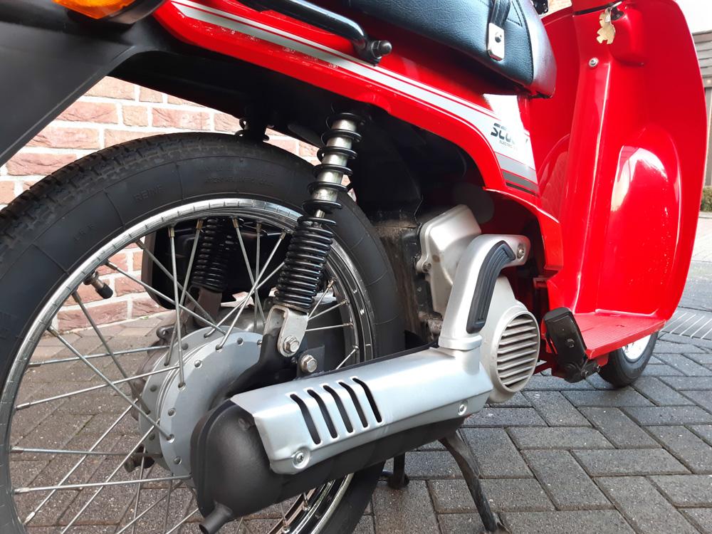 Der Honda Scoopy verfügt über eine Getrenntschmierung