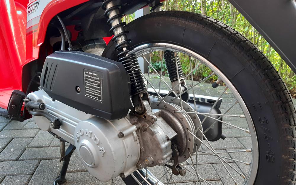 Die Schwinge des Honda SH 80 Scoopy ist Teil des Antriebs