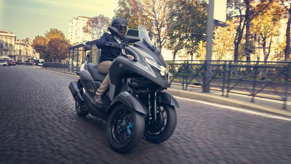 Der Yamaha Tricity 300   zielt auf Autofahrer, die sich das Leben im staugeplagten urbanen Raum einfacher machen wollen