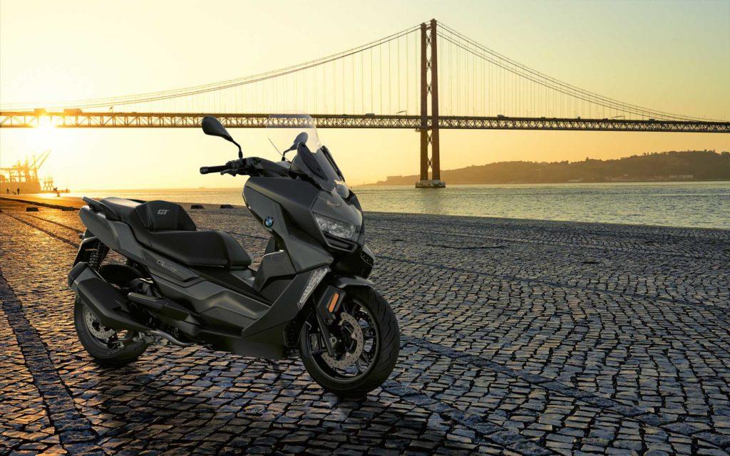 Für die Motorradsaison 2021 gibt es neue Farben für den BMW C 400 Scooter