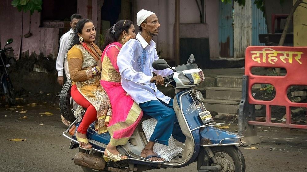 Motorräder und Scooter sind profane Fortbewegungsmittel in Indien