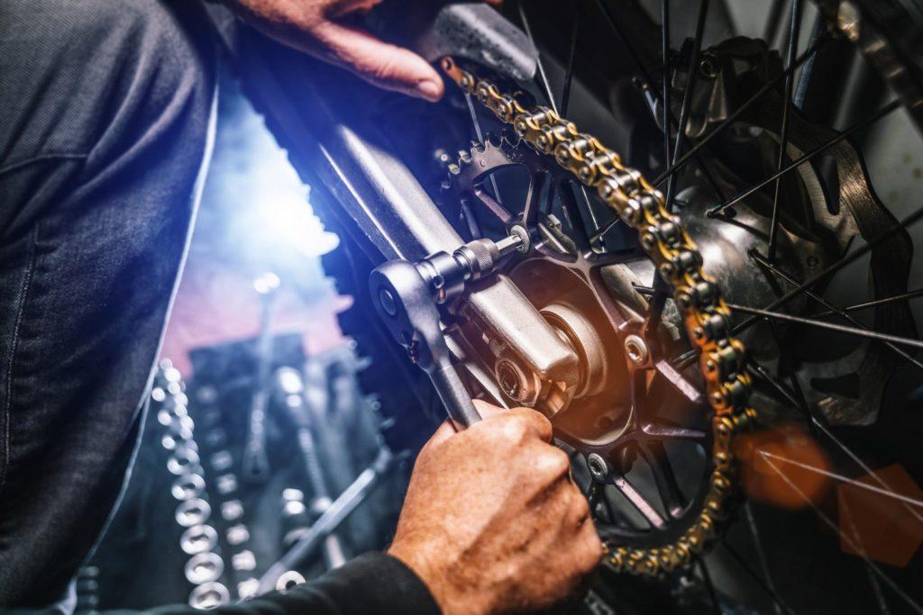 Viele Wartungsarbeiten am Motorräder kann man selber erledigen.