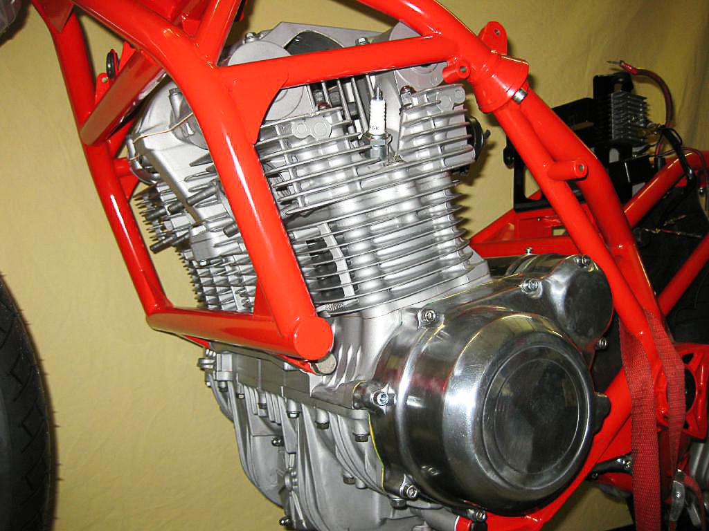 Der Motor der SB 3 stammt aus der Suzuki GS 1000