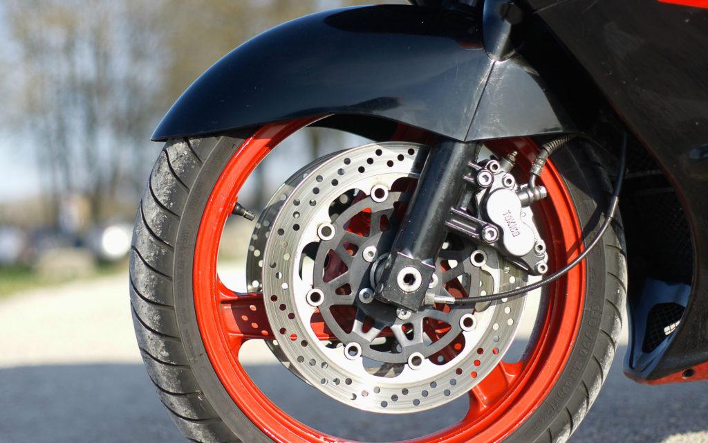 Die Bremsen der Kawasaki ZZR 1100 gelten als standfest