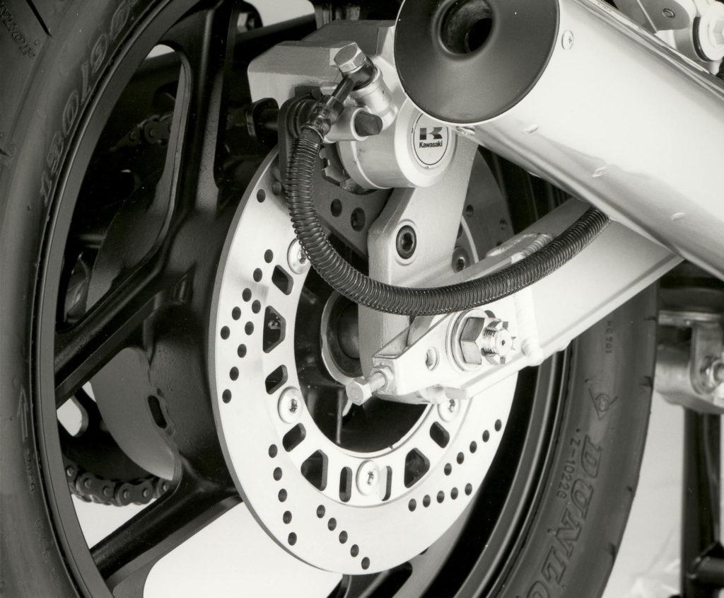 Die Kawasaki GPZ 600 R hatte gelochte Bremsscheiben