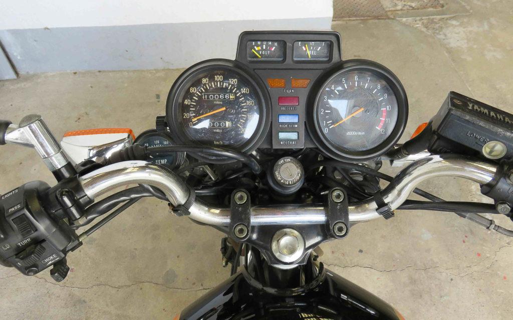 Volle Kommandozentrale: Yamaha XJ 550 Cockpit
