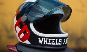Gewinnen Sie einen Hedon Helm im exklusiven Indian Motorcycle X Wheels & Waves Design