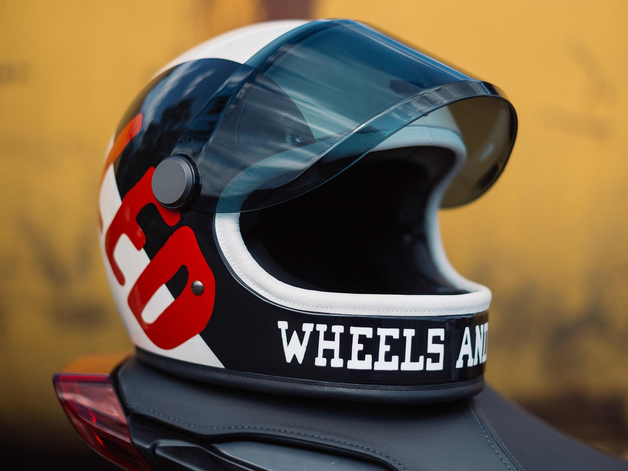 Hedon Helm im exklusiven Indian Motorcycle X Wheels & Waves Design