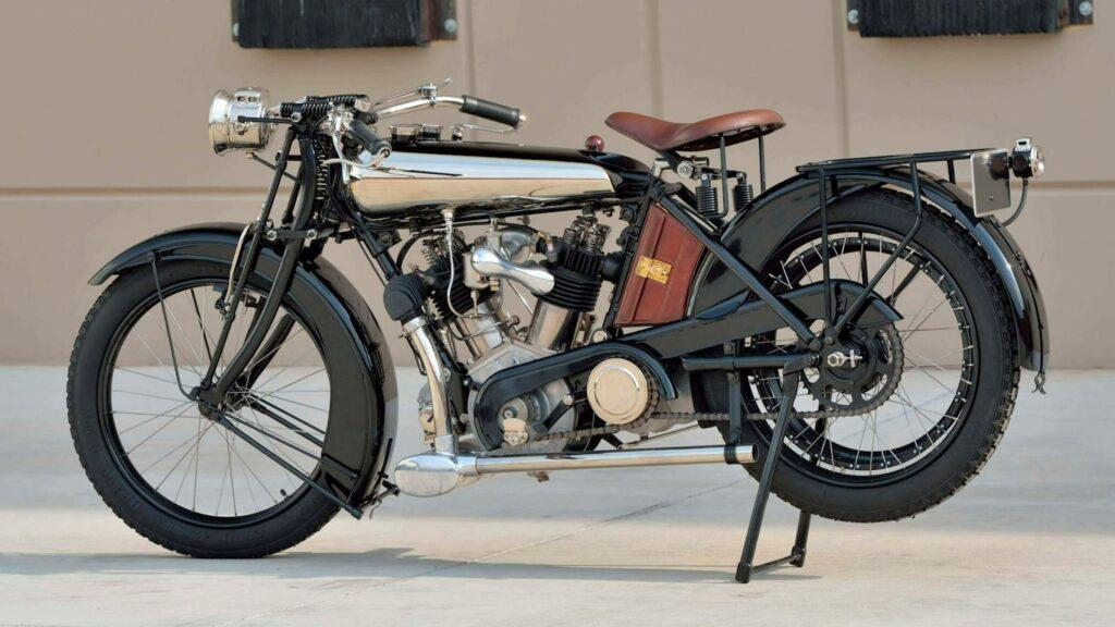 Platz zwei wird wohl eine Brough Superior Mark 1 von 1922 einnehmen