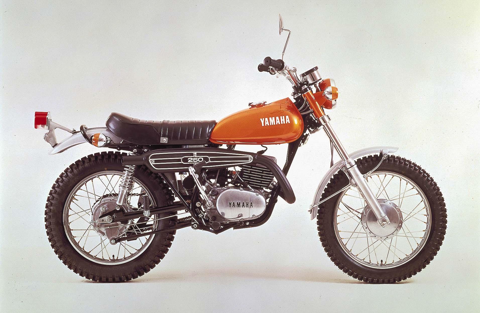 YAMAHA DT 250 (1968 - 1976)
