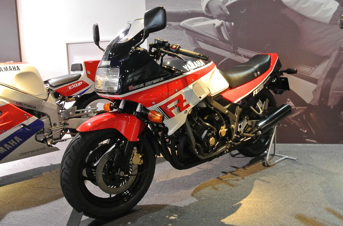 YAMAHA FZ 750 (1985 - 1989)