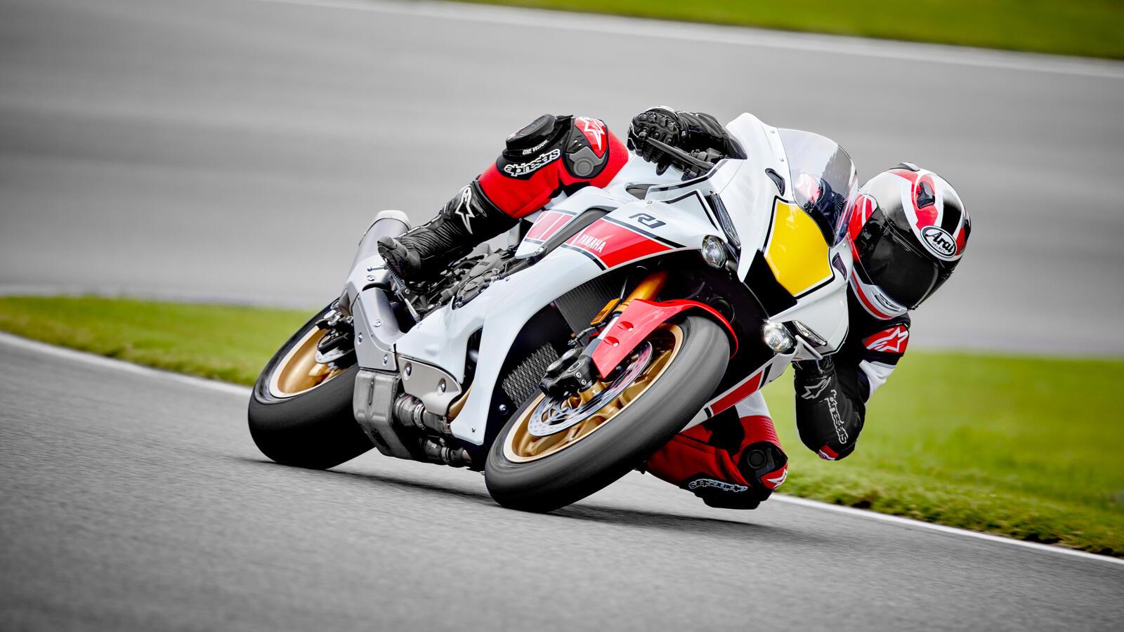 Die Sport-DNA ist der Yamaha YZF-R 1 anzusehen