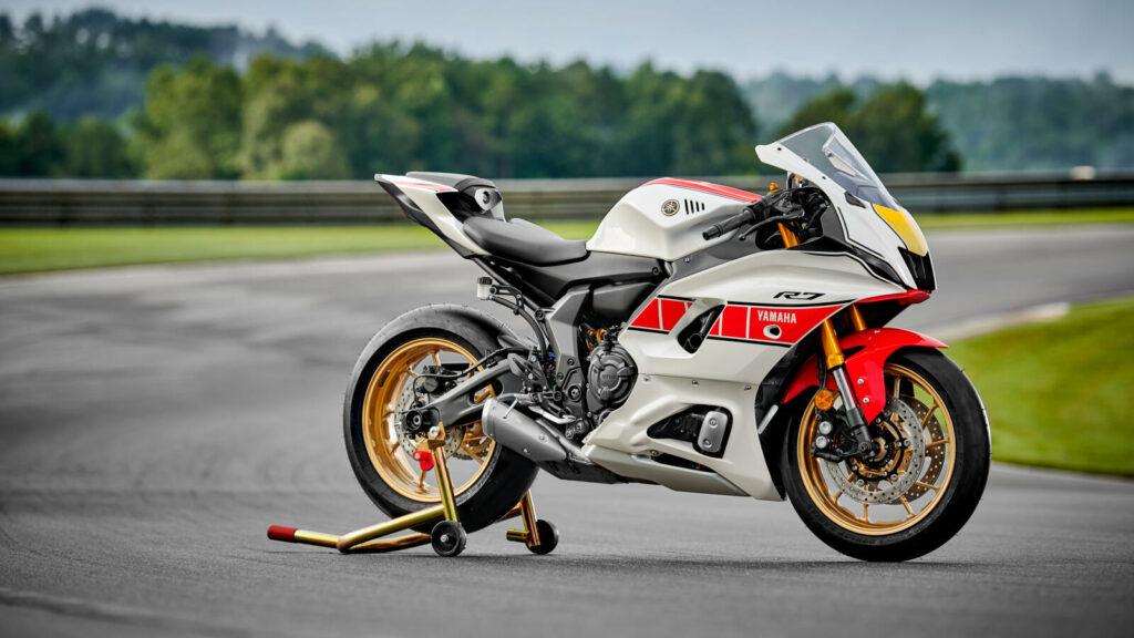 """Die Yamaha R7 mit der """"World GP 60th Anniversary""""-Lackierung für 2022"""