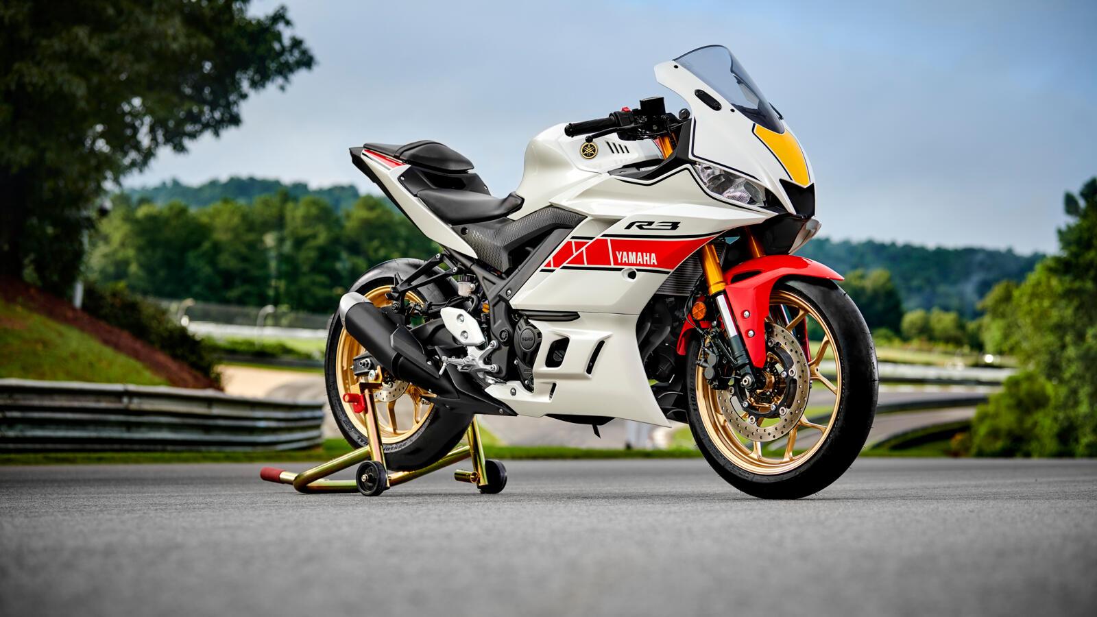 Die Yamaha R3 im World GP 60th Anniversary Design