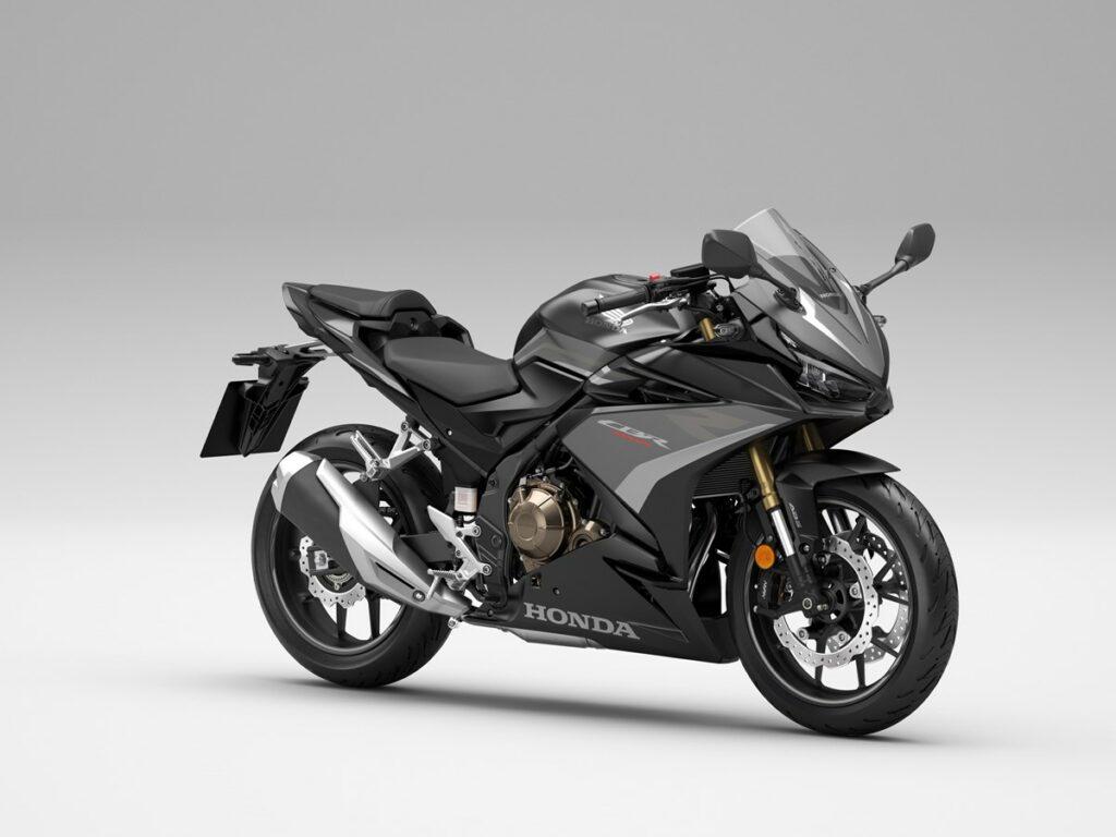 Neue Farbe 2022 für die Honda CBR500R: Matt Gunpower Black Metallic