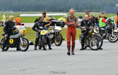 Viele Oldtimer aller Marken traten zum Sprintrennen in St. Moritz an