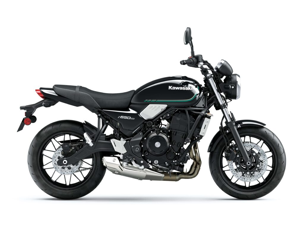 Das Metallic Spark Black verleiht der Kawasaki Z650RS einen klassischen Look